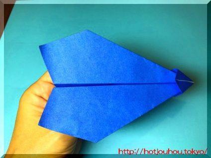端午の節句の紙飛行機の折り紙