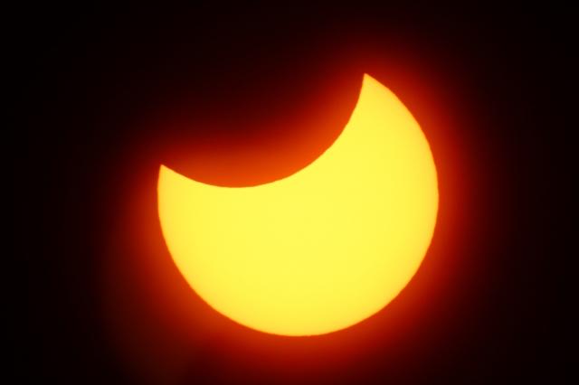 部分日食,日食,日食グラス,メガネ,使わない,観察,作り方,手作り,方法,100均,ピンホール