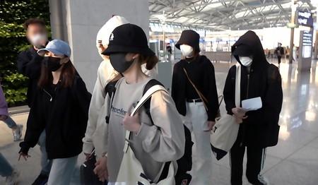 NiziU,ニジュー,帰国,ニナ,なぜ,今,頭,顔,隠す,変装, 空港,日本,休暇,デビュー,アー写